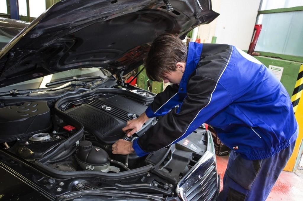 Automechanik foto